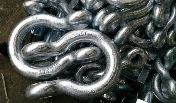 Zinc-coated shackle